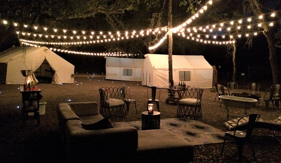 Glamping outdoor lounge: Vineyard