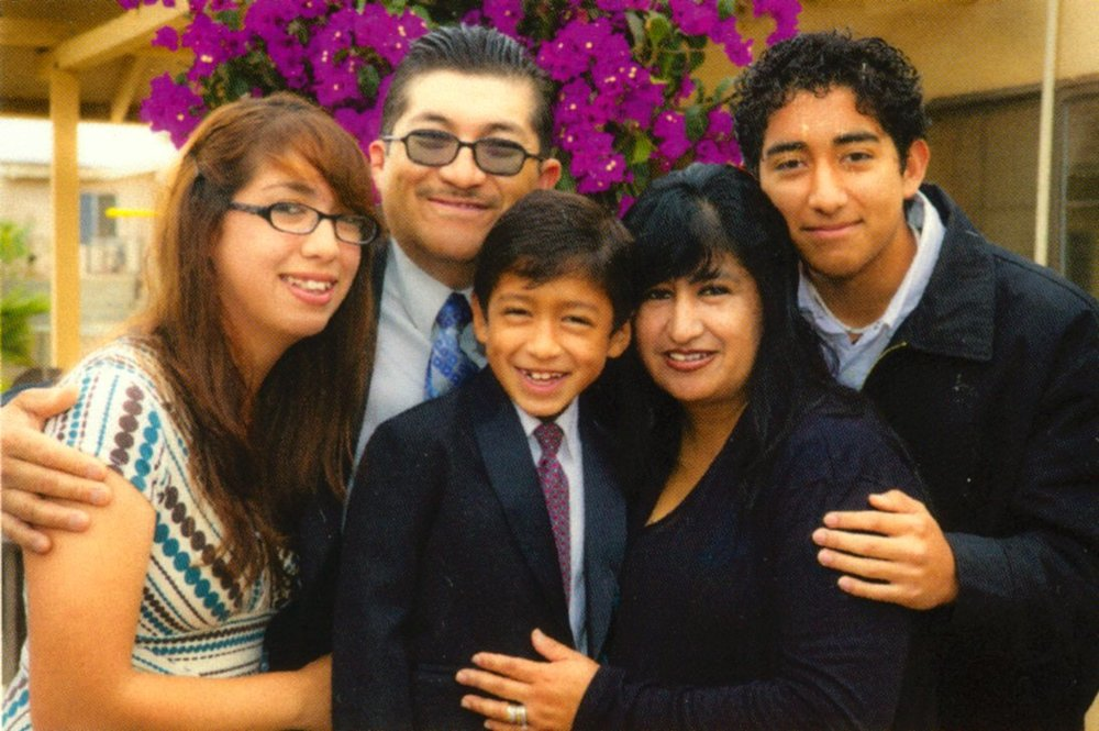 Pastor Ramon, Esther & family - el Papalote Seminario Biblico - Feb 2014
