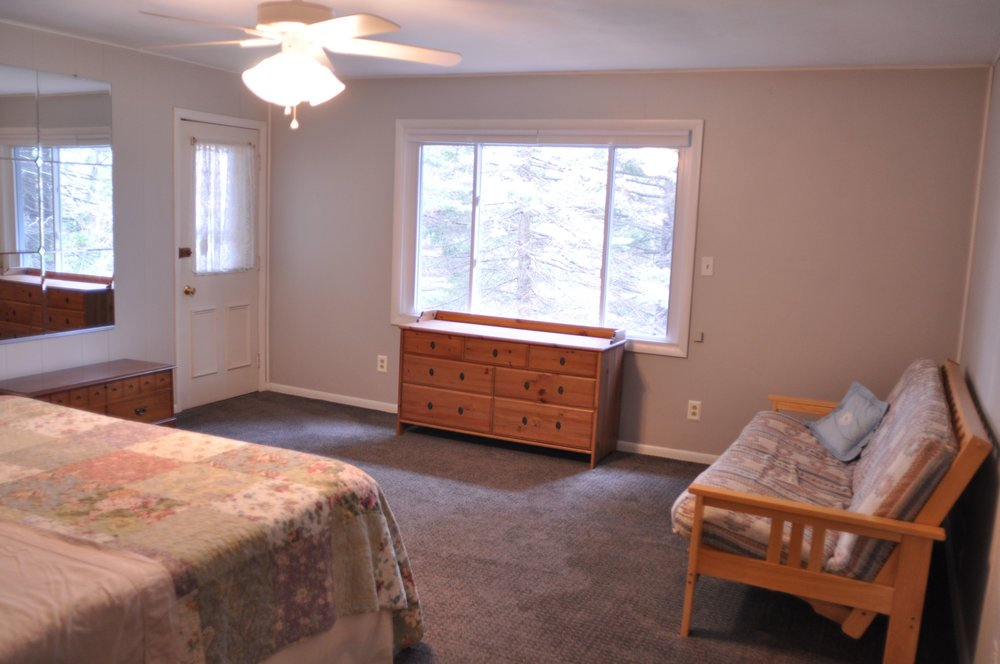 Master Bedroom with King Bed, plus Full Futon.