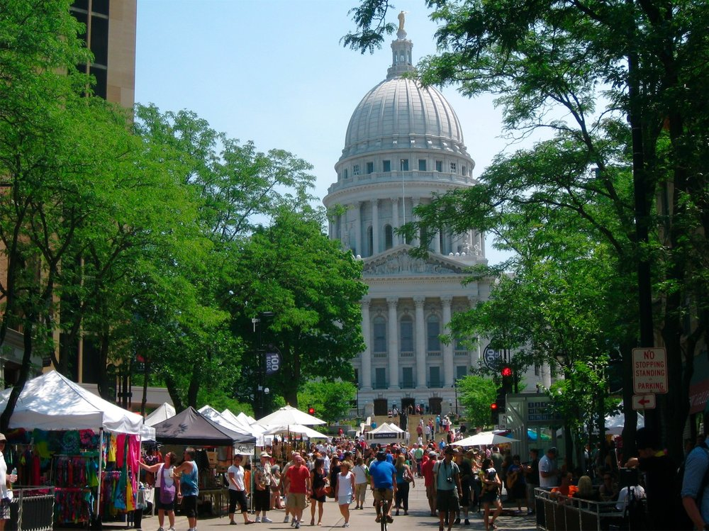 Farmers' Market on The Square (source: spontaneoustomato.com