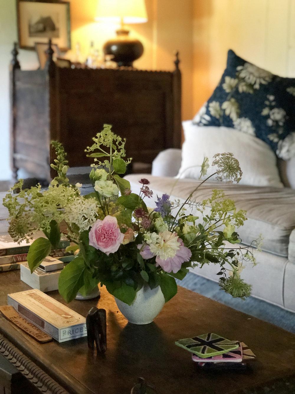 A natural garden-style arrangement.
