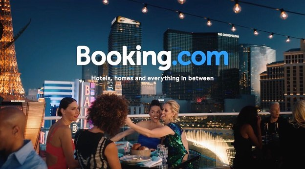 Went to Vegas and Laguna Beach to decorate these @bookingcom commercials with two of my favorite art dept gals✨ designed by @ottermaterpoeia  art direction by @prince_audren