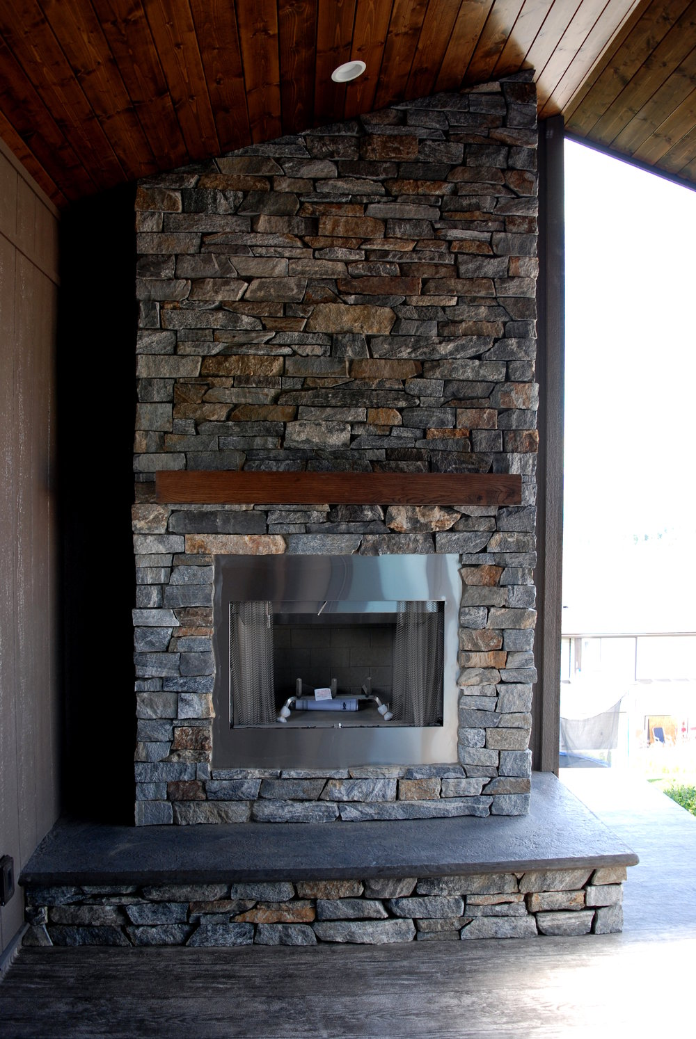 outdoor-patio-fireplace.jpg
