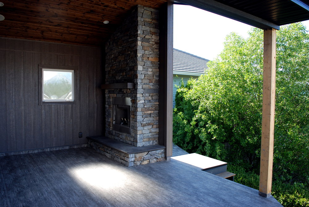 outdoor-deck-fireplace