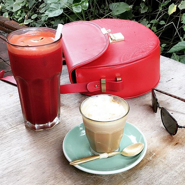 Morning essentials..🍹☕️ Find the secret details of all our best coffee & juice recommendations in the JamJar Travel App! Download link in our bio! 📲 www.jamjarapp.com