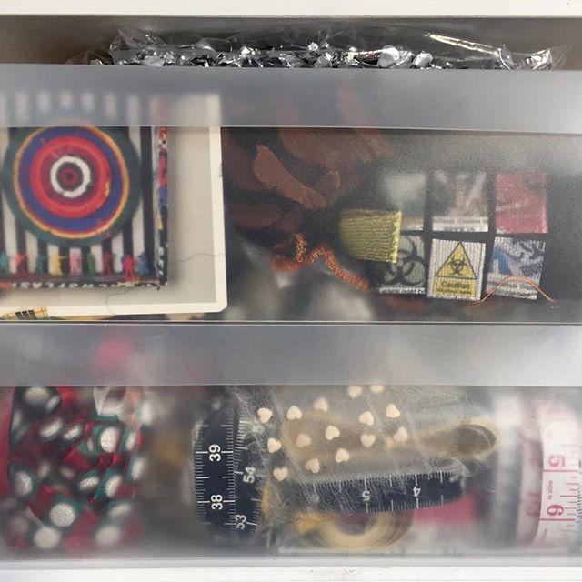 #snowyday #boxes #target #radiotherapy #pills #pharmacopoeia #pocketknitting #artmaterial #atthestudiotoday #boxesofinstagram #measurement