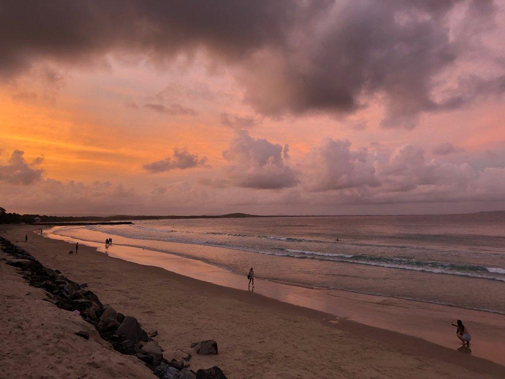 ヌーサの夕焼け この日はトムさんやみんなと海で最高の一日をゆっくり過ごすことができました。Thank you Noosa