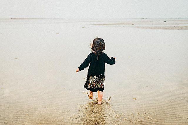 Starting to be beach weather again here in Bahrain! I love this time of year. What plans do you have this weekend outside? ☀️ . . . #bahrain#bahrainphotographer#bahrainfamilyphotographer#bahrainphotography#fotobahrain#ksa#dubai#dearphotographer#lookslikefilm#lookslikefilmkids#childhoodunplugged#beachsession#mumsinbahrain#nsabahrain