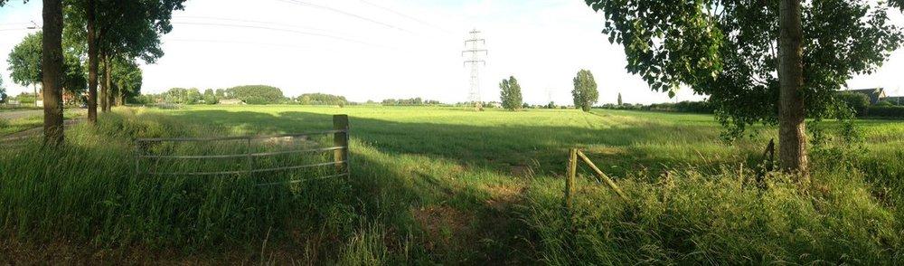 Het open landschap dat betreigd wordt door de plannen voor Nudepark 2