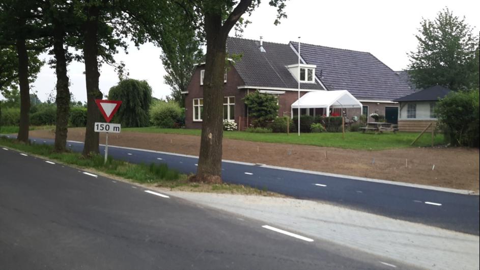 Over 48 m is de verlegde Kielekampbeek gedempt en beduikerd door een 40 cm diameter pvc buis. De foto dateert van juli 2017.
