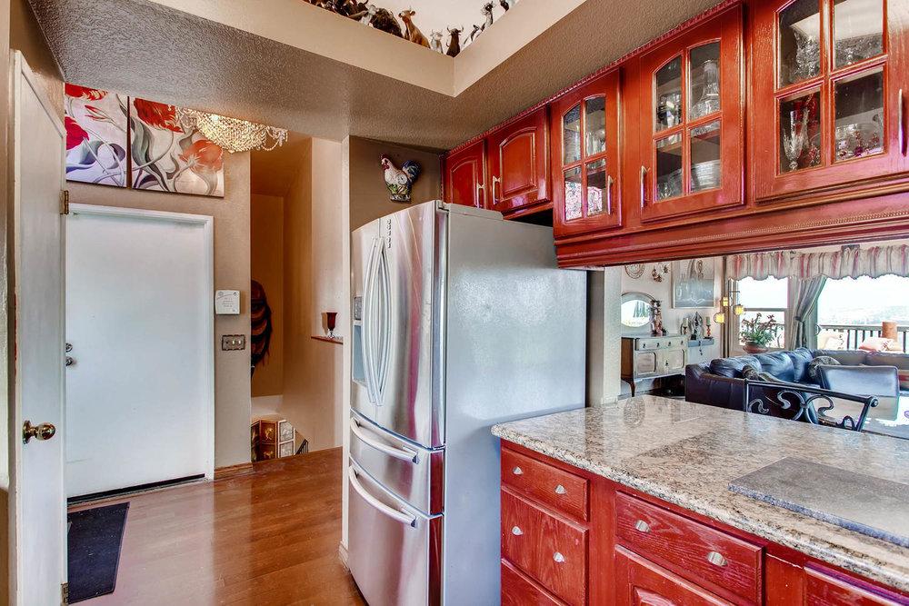 1525 San Bernardino Ave Spring-large-010-15-Kitchen-1500x1000-72dpi.jpg