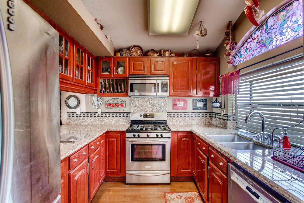 1525 San Bernardino Ave Spring-large-009-5-Kitchen-1500x1000-72dpi.jpg