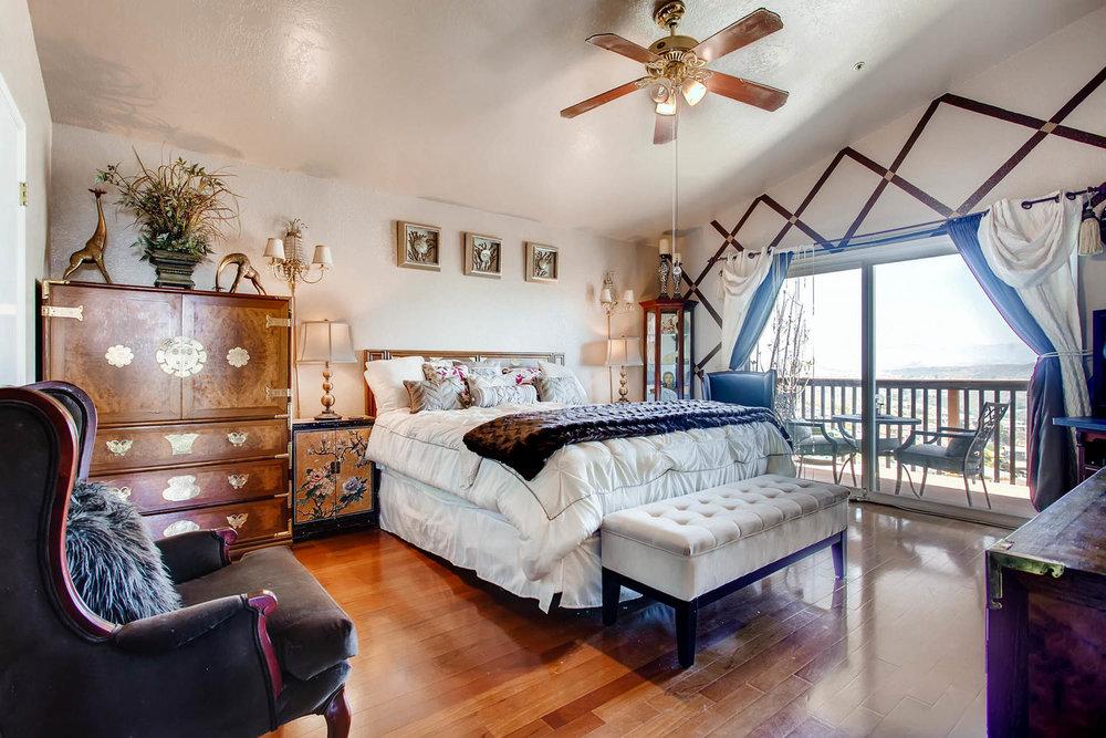 1525 San Bernardino Ave Spring-large-012-16-Master Bedroom-1500x1000-72dpi.jpg