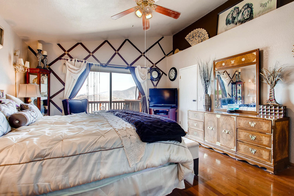 1525 San Bernardino Ave Spring-large-013-24-Master Bedroom-1500x1000-72dpi.jpg