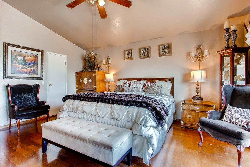 1525 San Bernardino Ave Spring-large-014-9-Master Bedroom-1500x1000-72dpi.jpg
