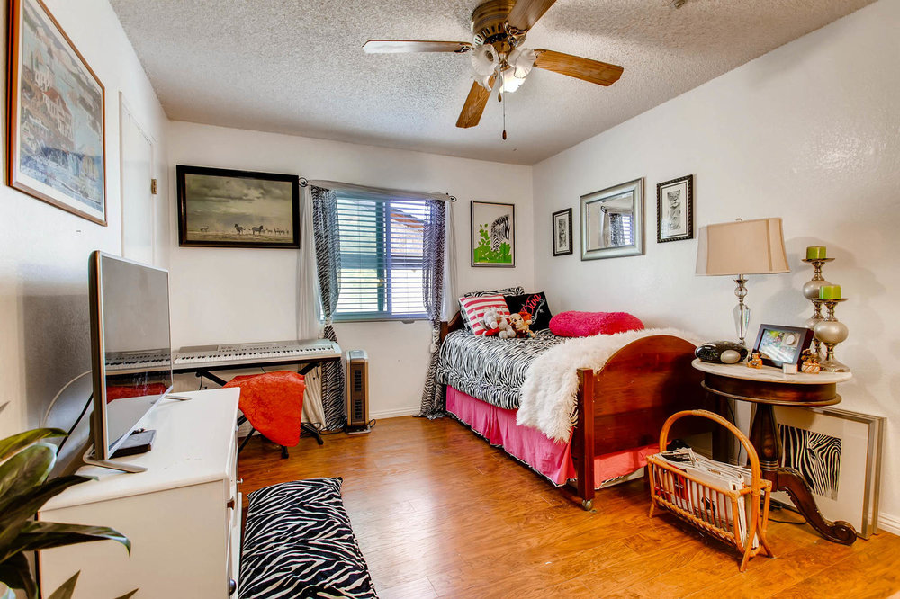 1525 San Bernardino Ave Spring-large-022-21-Lower Level Bedroom-1500x1000-72dpi.jpg