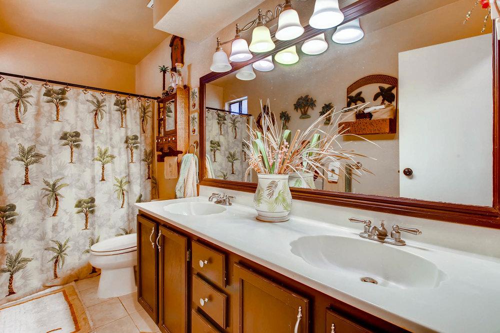 1525 San Bernardino Ave Spring-large-024-26-Lower Level Bathroom-1500x1000-72dpi.jpg