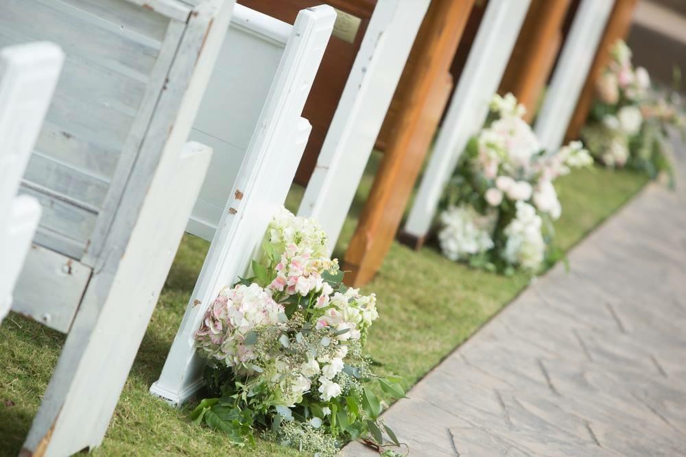 lillie jane wedding pew flower