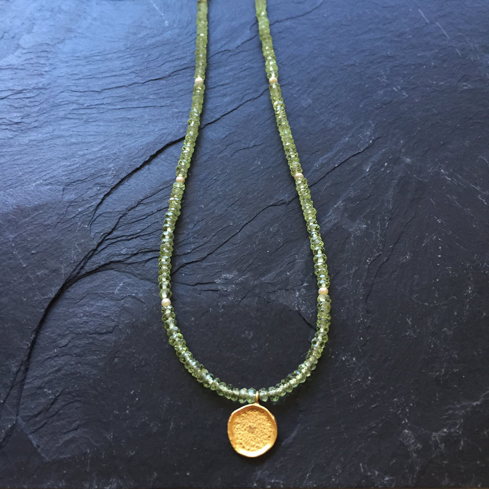 green peridot gold round close up.JPG