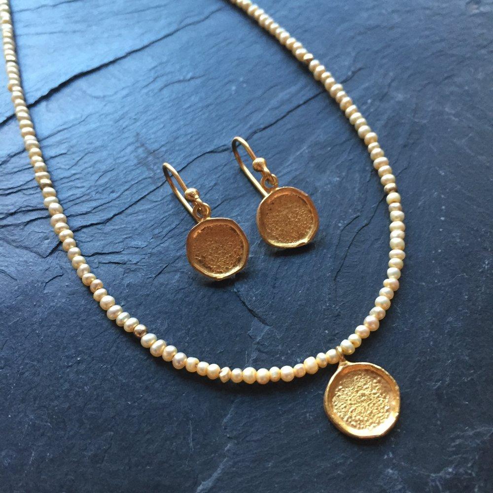 Gold round earrings number 2.jpg