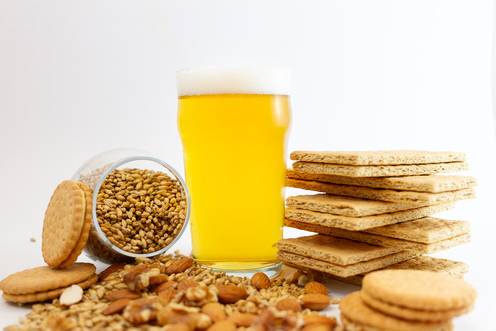 Velvet Gold Rush   4.7% ABV  Cream Ale  A light, smooth, crushable golden cream ale with a velvety gold mouthfeel fermented at ale temperature but then lagered cold to help reduce fruity esters. Vegans beware: Contains lactose.     Pairing: Graham Crackers