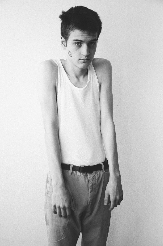 Camiseta: Playboy | Pantalones y cinturón: Zara