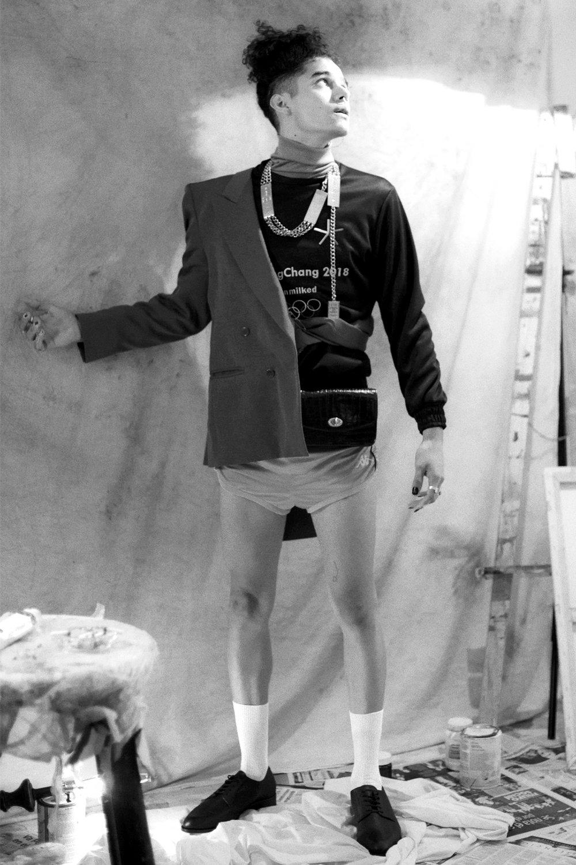 Sudadera  Unmilked , shorts  Kappa , zapatos  ZARA , saco, bolso y joyería de las coordinadoras de moda.