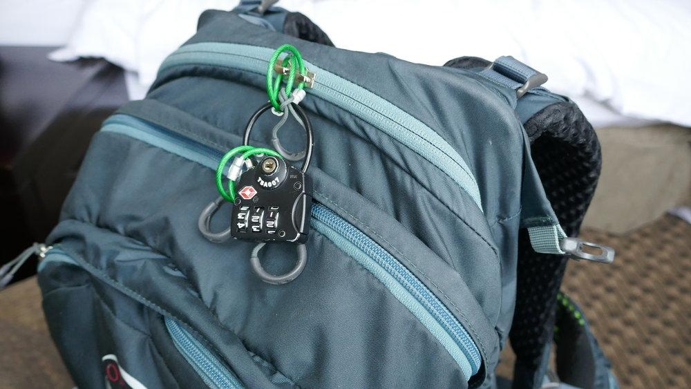 hotel secure belongings safe theft prevention locks backpack jewlery laptop computer valuables travel backpack carry on onebag