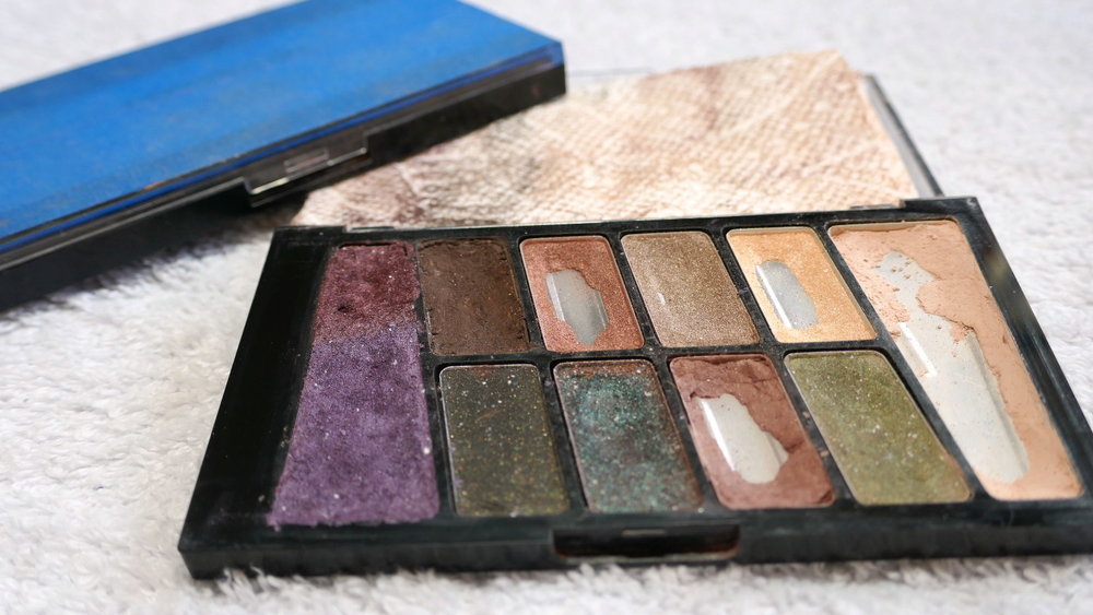 My DIY makeup palette is so much lighter and more versatile than my off the shelf palette!
