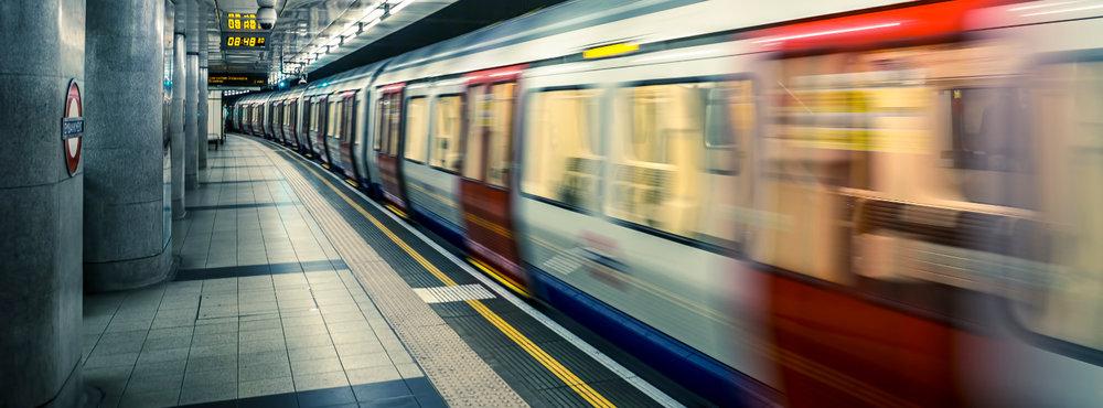 screw_the_average_city_guide_london_5_public_transportation_metro_train_station.jpg