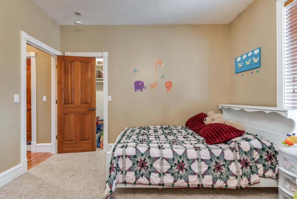 033_Bedroom.jpg
