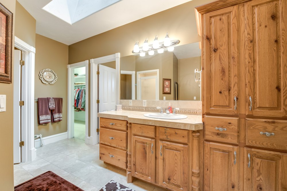 039_Master Bathroom.jpg