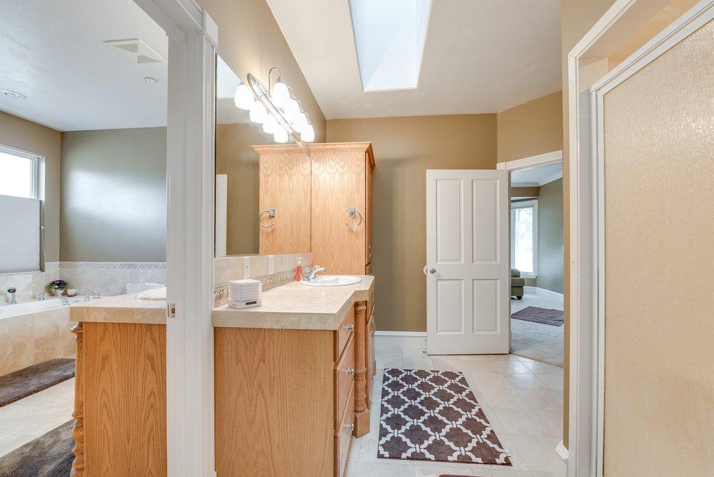 040_Master Bathroom.jpg