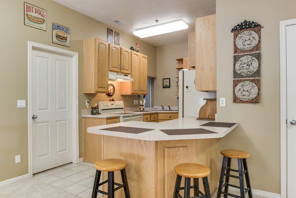 045_Basement Kitchen.jpg