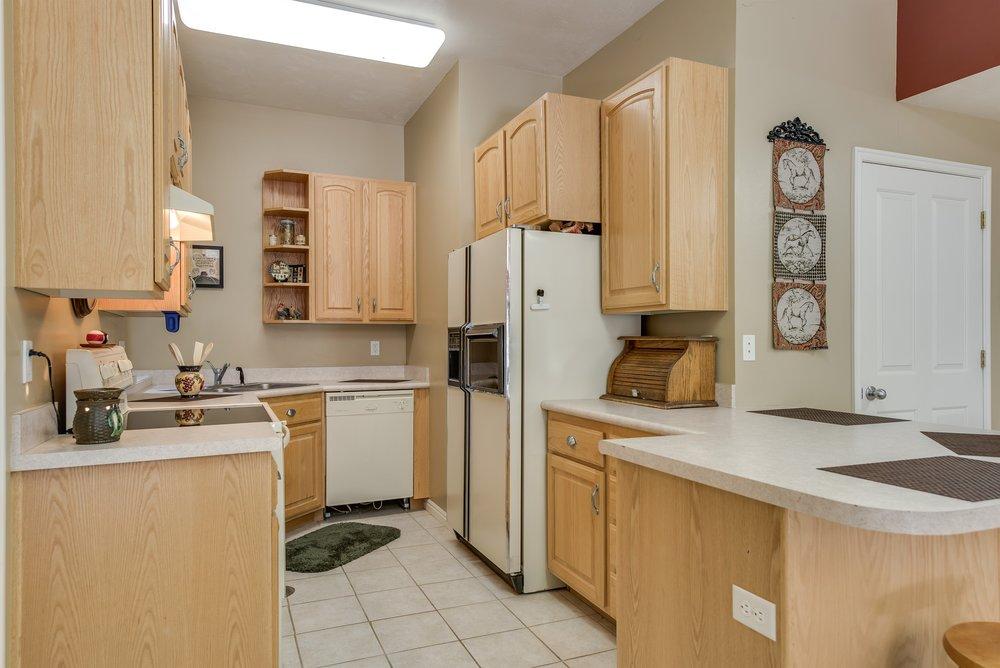 046_Basement Kitchen.jpg