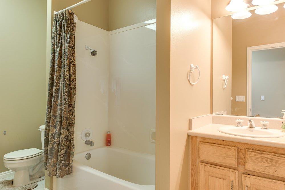 056_Bathroom.jpg