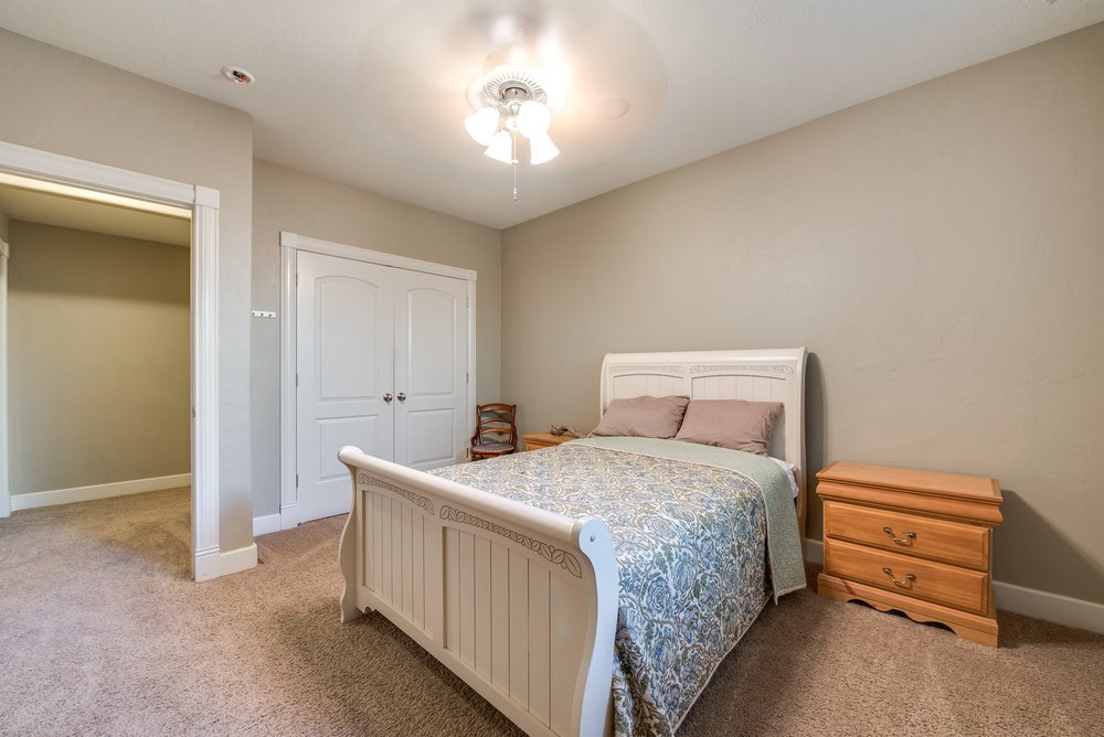 032_Bedroom.jpg
