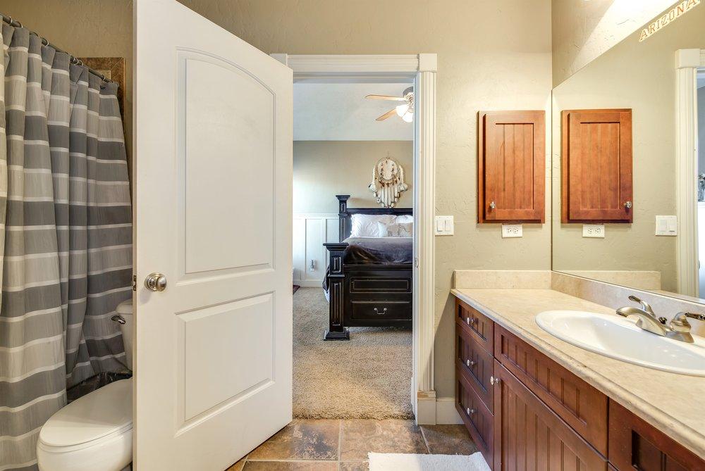 034_Bathroom.jpg