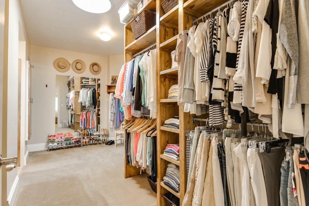 040_Walk-in Closet.jpg