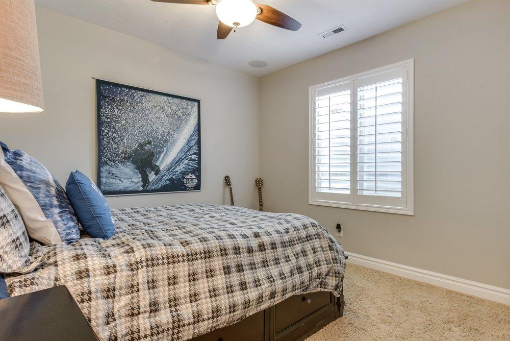 035_Bedroom.jpg