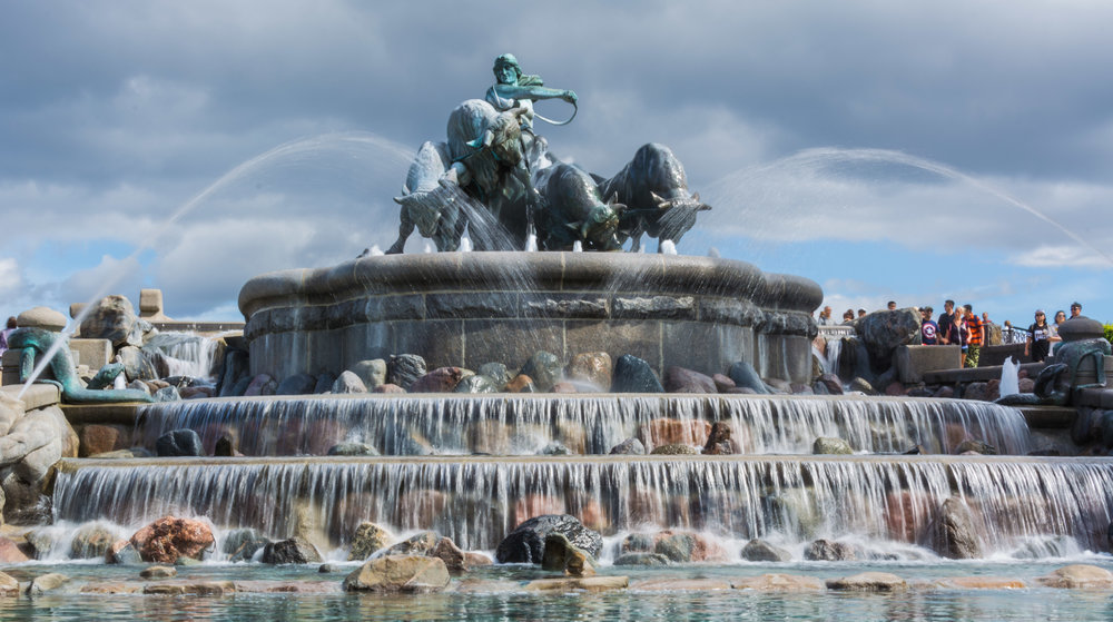 Longish exposure (1/13) of the Gefion Fountain in Copenhagen. Must remember to pack a ND filter next trip!