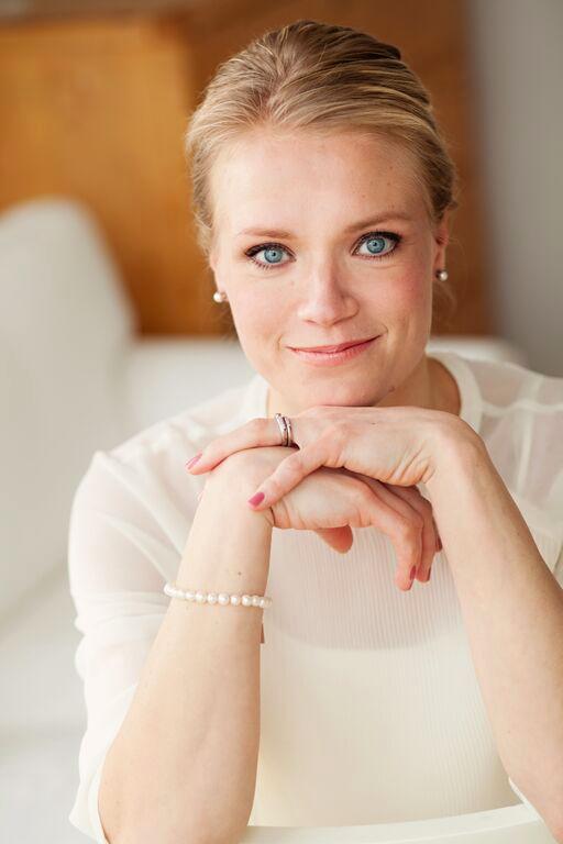 Maaret Kallio    Kognitiivis-analyyttinen psykoterapeutti, seksuaaliterapeutti, työnohjaaja, sosionomi