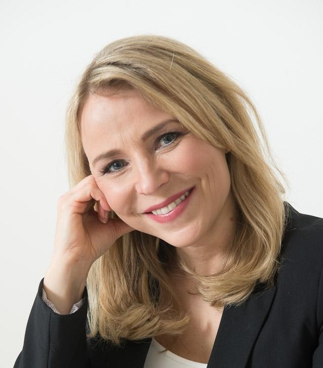 Salla Vuoristo-Myllys    Operatiivinen johtaja PsT, VTK   Salla on työskennellyt uransa aikana kliinisenä psykologina, työterveyspsykologina, päihdeterapeuttina, tutkijana, työnohjaajana, kouluttajana ja psykoterapeuttina.  Salla on yrittäjänä innostunut, optimistinen ja sinnikäs kehittäjä. Psykologin työssä Sallan keskeisiä arvoja ovat yksilöllisyyden kunnioittaminen ja hyväksyvyys.