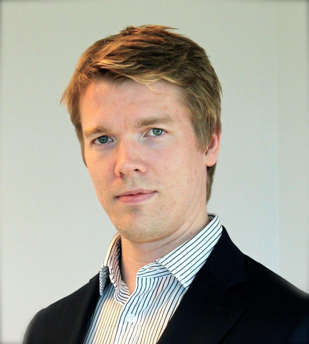 Kustaa Piha Hallituksen puheenjohtaja LT, KTM, VTM Kustaa on työskennellyt uransa aikana mm. lääkärinä, tutkijana ja terveydenhuoltoalan yritysten johtotehtävissä. Hän on sosiaali- ja terveydenhuoltoalalalla toimivan Med Groupin toinen perustajajäsen. Tällä hetkellä Kustaa työskentelee toimitusjohtajana eläinlääkärialalla ja toimii sijoittajana myös muissa terveydenhuoltoalan kasvuyrityksissä. Kustaa tuo Komppiin vahvaa julkisen terveydenhuollon ja liiketoiminnan asiantuntemusta sekä tukee Kompin kehittymistä yhä merkittävämmäksi toimijaksi sosiaali- ja terveydenhuoltoalan kentällä.