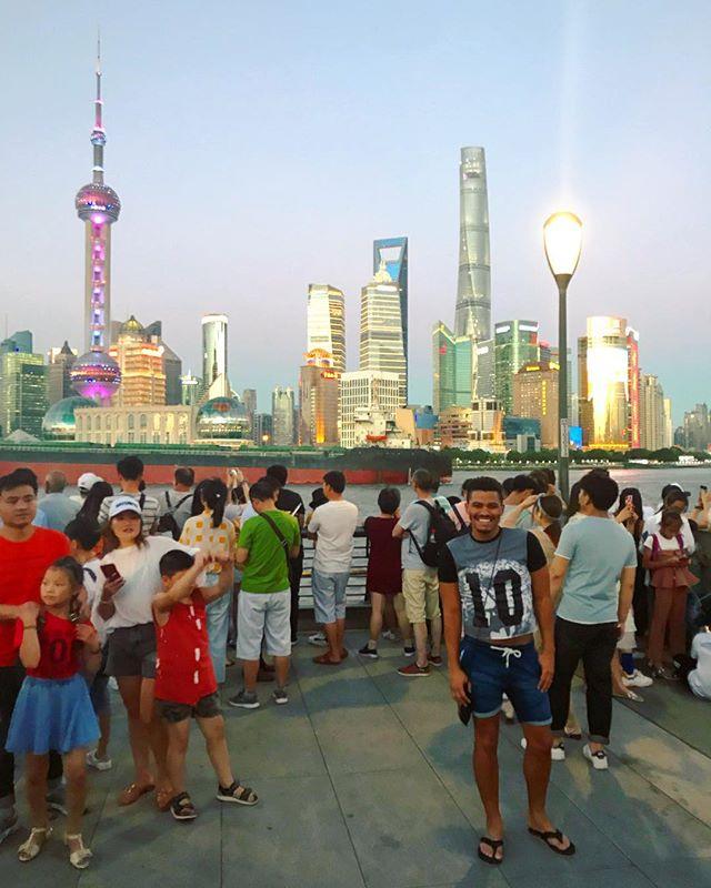 I LOVE YOU SHANGHAI 🇨🇳🇨🇳🇨🇳❤️❤️ #ChinaGetsKinky #MyNewFavoriteSkyline • • • • #singer #actor #musician #agt #kinkyboots #swingnation #happy #healthy #instagood #instadaily #china #shanghai #american #usa #travel #wanderlust #instagay #gay