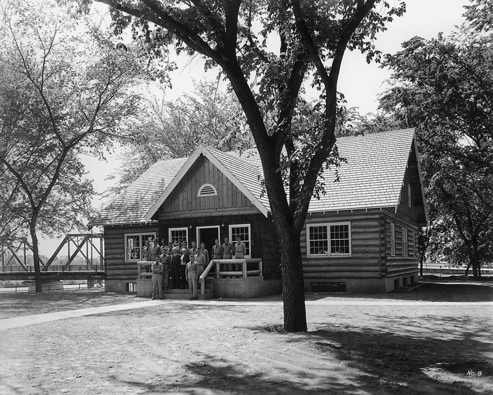 Cabin 1940.jpg