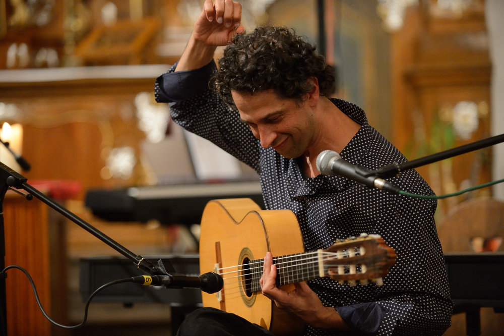 ITAMAR EREZ Eclectic Fingerstyle: Flamenco, Latin and Beyond. (Photo Credit:Wolfgang Vogt)