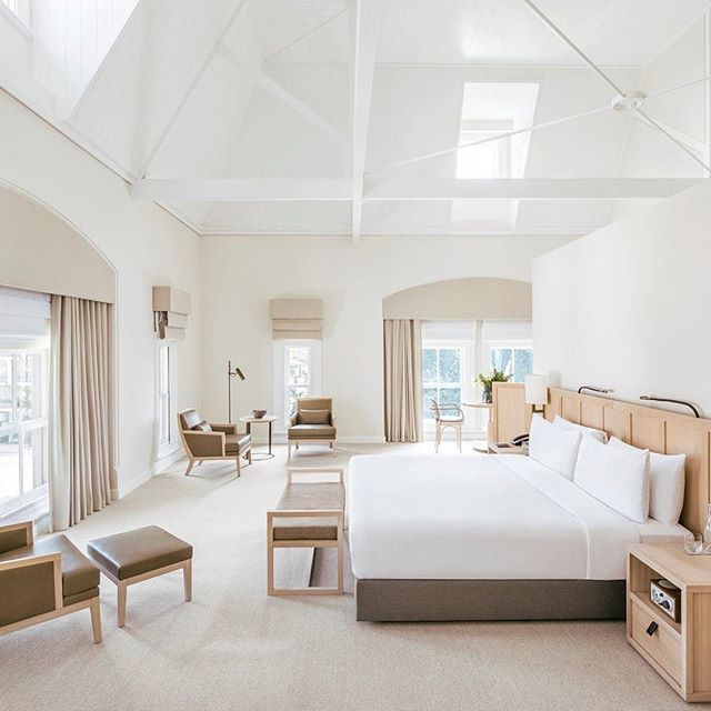 MORE WINNING:: Here's the gorgeous @comotreasury, in Perth on Australia's west coast, voted #2 Hotel in the @tripadvisor 2018 Travellers' Choice awards. The layering of cream, white and blond wood here is magic, a great job by Kerry Hill Architects.