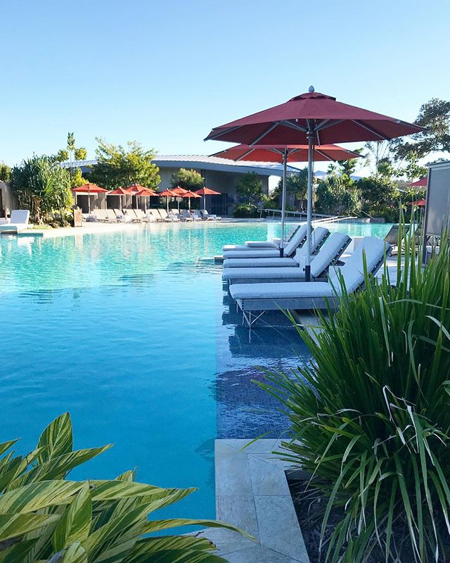 SWIM UP:: Poolside mornings at @elementsofbyron, warm water, bookable cabanas👌🏼