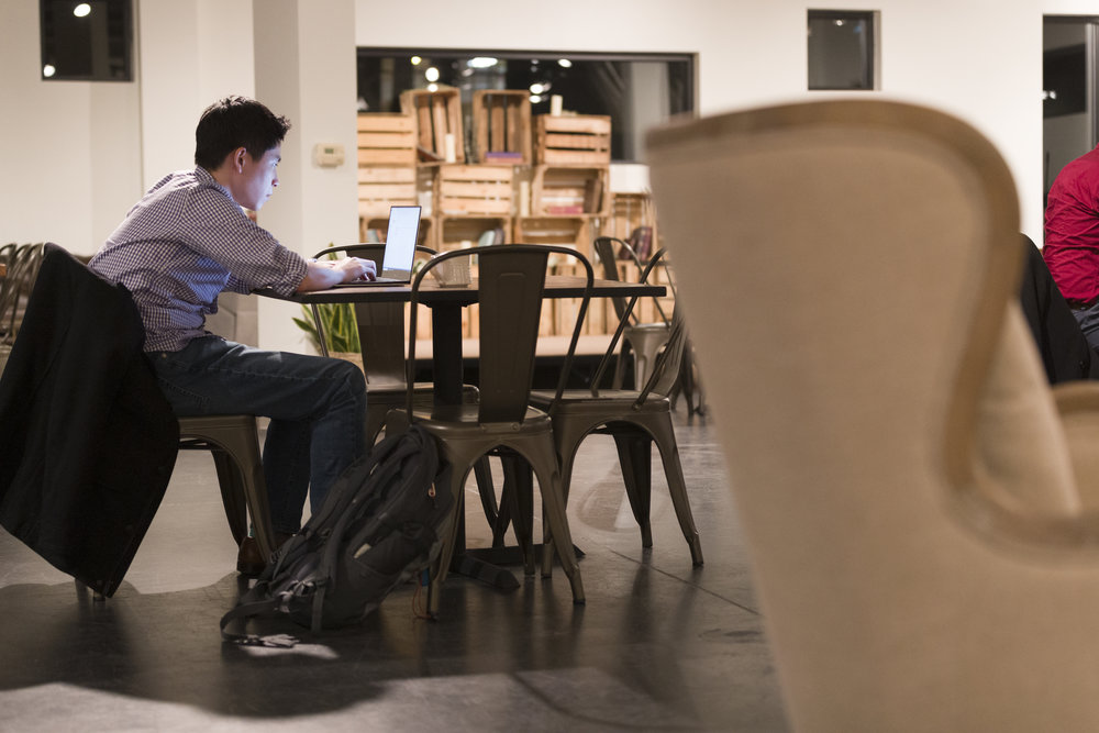 Coworking - Choose a desk in an open space